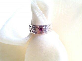 ルビーの指輪(輝き)の画像