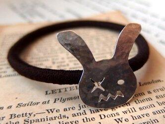 ひねくれウサギのヘアゴムの画像