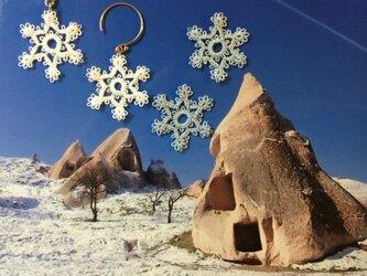 雪の結晶のレースピアスの画像