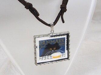 外国切手のペンダント[黒猫]の画像