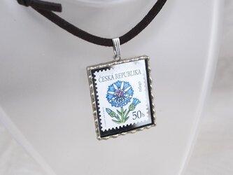外国切手のペンダント[ヤグルマギク]の画像