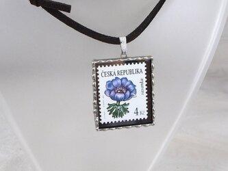 外国切手のペンダント[アネモネ]の画像