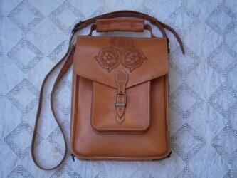 本革(牛革)製ハンド、ショルダー及びリュックの3wayバッグの画像
