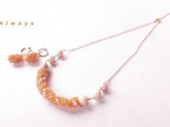 Spiralオレンジのネックレス&イヤリングセットの画像