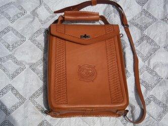 本革(牛革)製ハンド、ショルダー&リュックの3wayバッグの画像