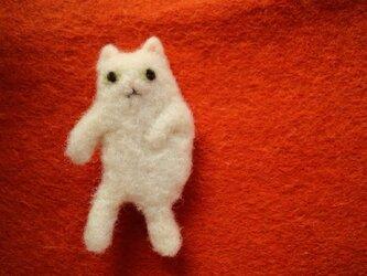 おどるネコのブローチの画像