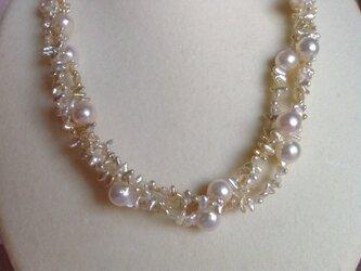 バロック & スナケシ真珠の3連ネックレスの画像