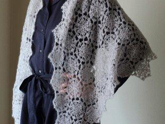 モチーフ編みの台形ショールの画像