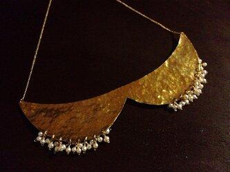 真鍮と淡水パールのつけ襟ネックレスの画像