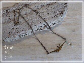 飛ぶ鳥ネックレスの画像