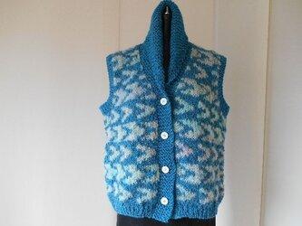 ブルーと多色モヘアの編み込みベストの画像