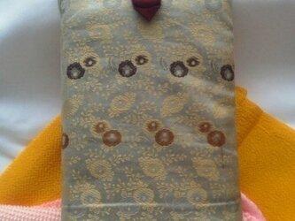 帯地で作った小物袋(小花 あずき)の画像