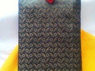 帯地で作った小物袋(野菊 赤)の画像