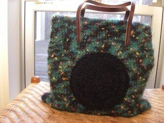 黒まん丸ポケットの毛糸トートバッグの画像