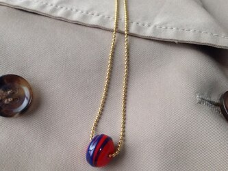 ガラスネックレス  赤×青ボーダーの画像