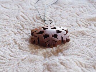 雪の結晶ペンダント アメリカンチェリー材 枝デザインの画像