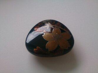 蒔絵帯留『桜(金の花びら)』の画像
