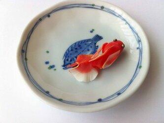 金魚のブローチの画像
