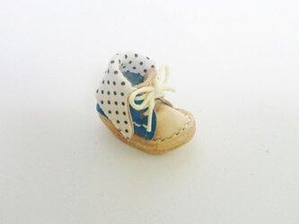手縫いのミニチュア折り返しブーツ(水色×水玉)の画像