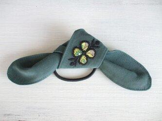 花アップリケのヘアゴム グリーン2の画像