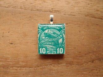 ウルグアイの切手を使ったスクラブルタイルペンダントの画像