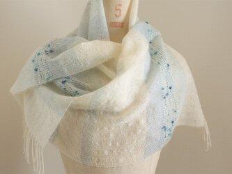 手織り 白地のストール   ブルー#2の画像