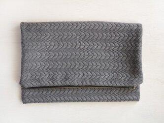 クラッチバッグ ケーブル編み 縄目模様 の画像