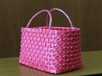no.19 立体ウロコプラスチックカゴ 濃ピンクの画像