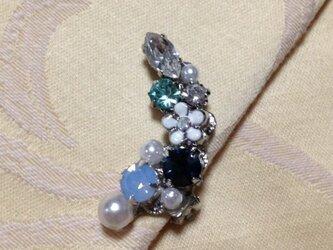 白い小花のイヤーカフ(ブルー&グリーン系)の画像