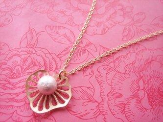 コットンパールと蓮の葉のネックレスの画像
