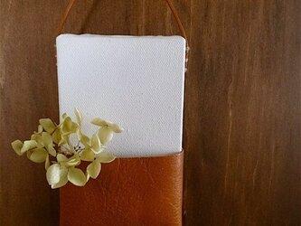 ポケットミニキャンバス ホワイト×キャメルaの画像