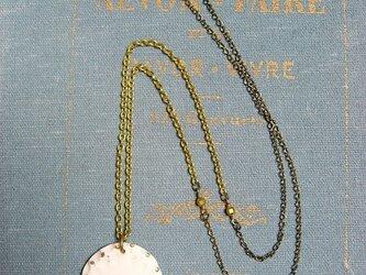 鳥飾りの金彩ネックレスの画像