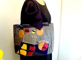 毛織物で作った鳥のかばんの画像