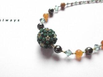 Green ball ネックレスの画像