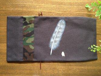 「フクロウの羽根」手描きブックカバーの画像