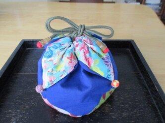 花びらの巾着袋の画像