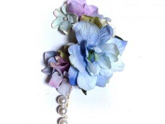 紫陽花とお花のイヤーフック (ブルー)左耳用の画像