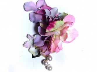 紫陽花とお花のイヤーフック (ピンク)左耳用の画像