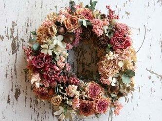 ピンクのバラのリース の画像