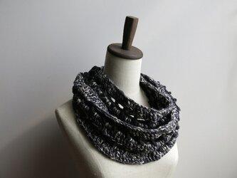 大きな方眼編みのスヌード(ブラック)の画像