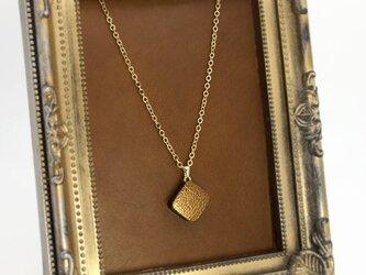 ゴールドレザーの一粒ネックレスの画像