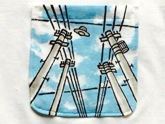 電線とUFO ポケット付Tシャツの画像
