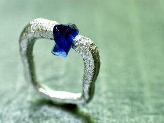 半溶かしのシルバーとガラスビーズのリングの画像