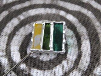 線織面の細密ステンドグラスのハットピンの画像