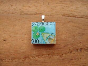 スウェーデンの切手を使ったスクラブルタイルペンダントの画像