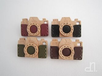 本革 カメラのブローチ(受注製作)の画像