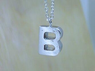 【B】アルファベット文字のペンダント+チェーン付きの画像