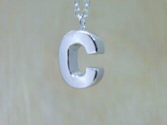 【C】アルファベット文字のペンダント+チェーン付きの画像