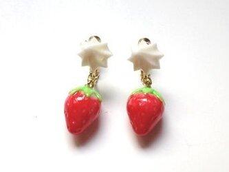 苺&ホイップクリーム イヤリングの画像