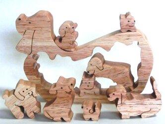 切抜き犬(組み木)の画像